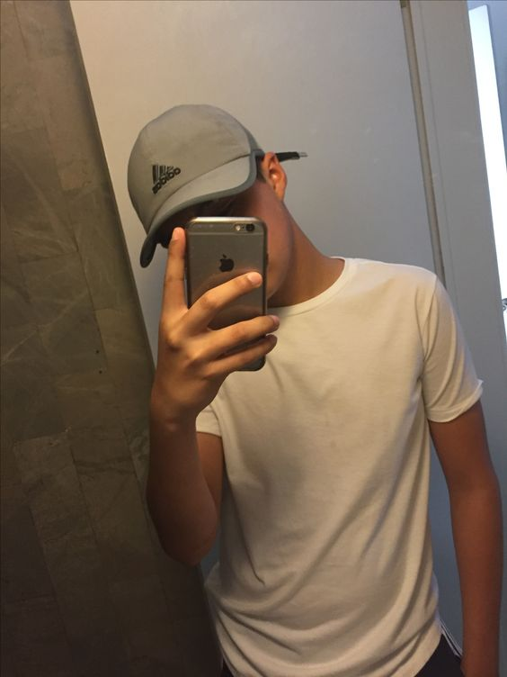 Selfie Poses For Boys | Selfie Images【Step By Step Guide